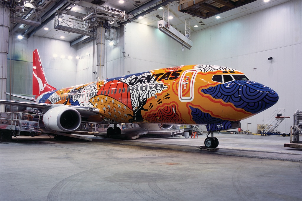 Flying art plane
