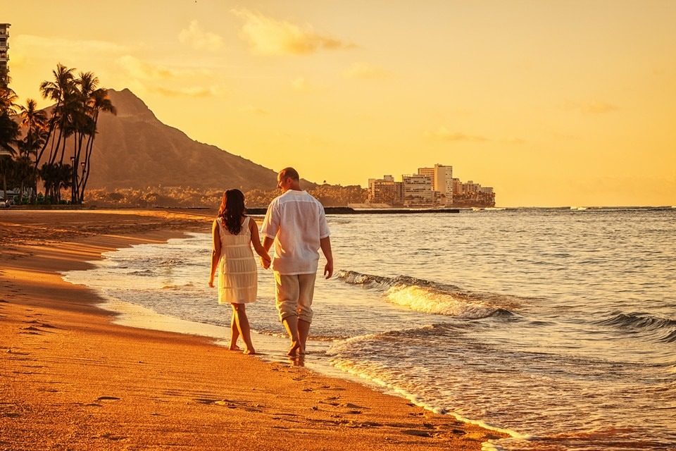 Hawaii Waikiki Couple Walk Beach Sand Sunset