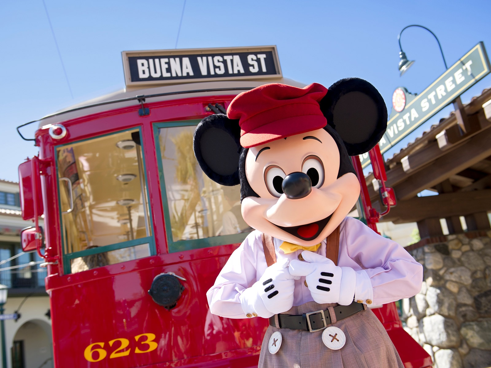 all about characters at disneyland and california adventure - HD1600×1200
