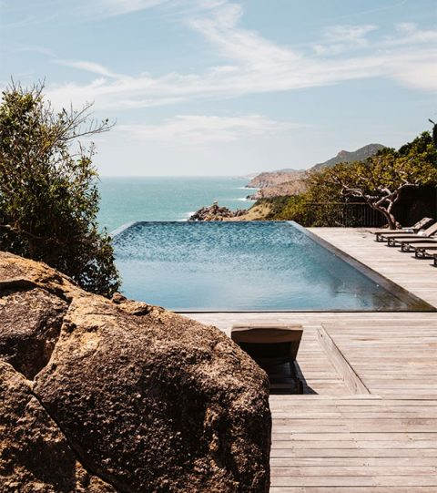 The shimmering cliff-top pool at Amanoi