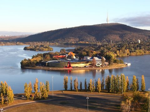 canberra lake and mountain