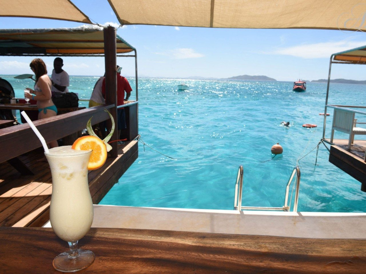 floating-pizzeria-fiji-cocktail.jpg