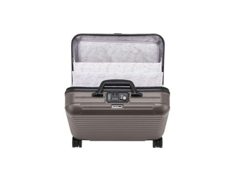 The clamshell suitcase