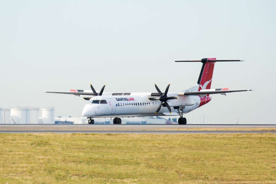 Qantas flights melbourne to canberra