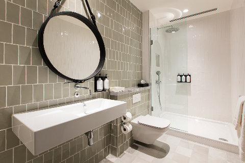 The London Lounge - Refresh bathroom and shower facilities