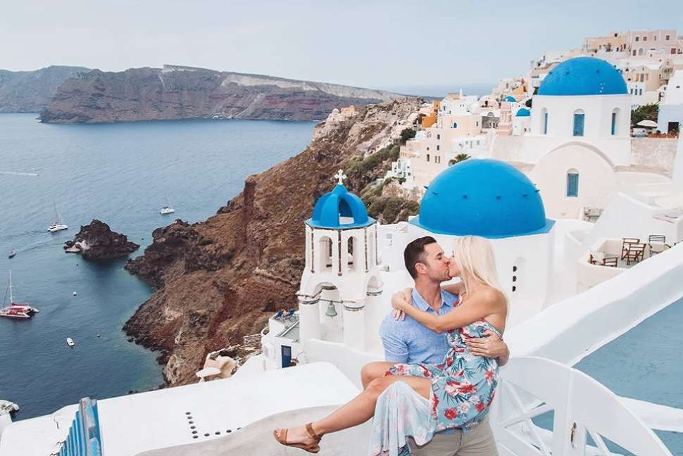 travelshoot-couple-santorini.jpg